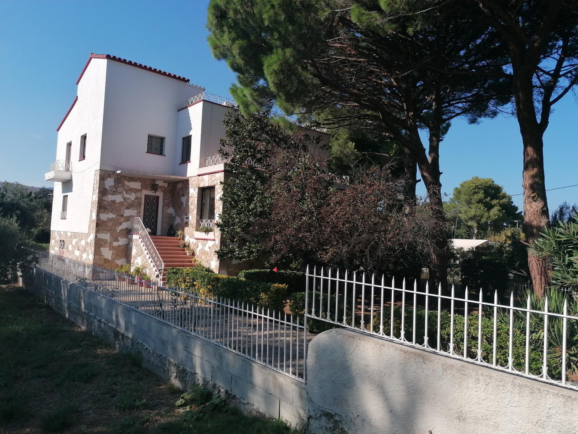 Casa -                               Llançà -                               7 dormitoris -                               14 ocupants